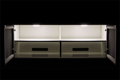 LED lamper til lys i reolen. Leveres med en åben/luk kontakt så lyset tænder ved åbning af en låge.