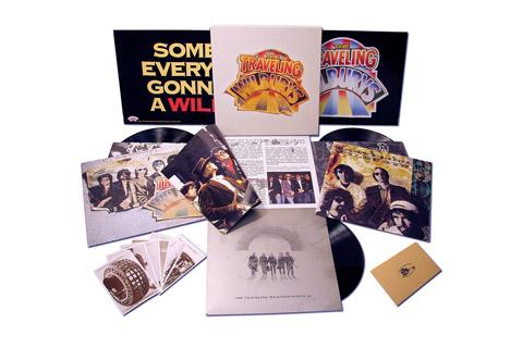 Traveling Wilburys Limited box set med én af de største og mest velkendte rock supergrupper. Lækker boks med bonus tracks og 16 siders bog.