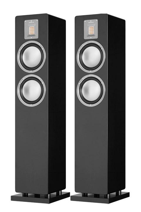 QR3 gulvhøjttaleren fra danske Audiovector, byder på et luksuriøst kompakt design og en lydkvalitet, der med længder overgår sit eget prisskilt.