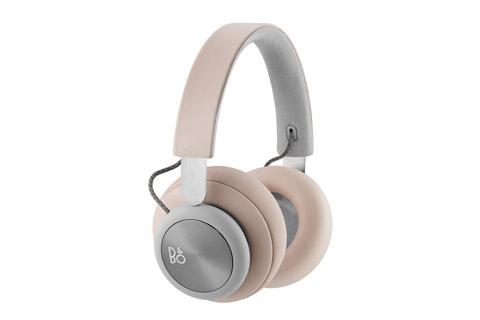 Trådløse over-ear-hovedtelefoner med fokus på det essentielle. Bang & Olufsen Signature lyd, autentiske materialer og op til 19 timers batteritid.