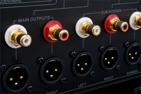 Emotiva XSP-1 forforstærker closeup