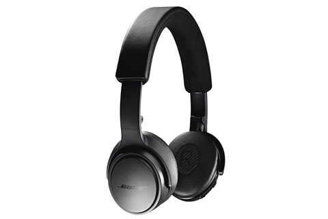 Trådløse on-ear hovedtelefoner fra Bose med klar og kraftfuld lyd. SoundLink on-ear har op til 15 timers afspilningstid pr. opladning.