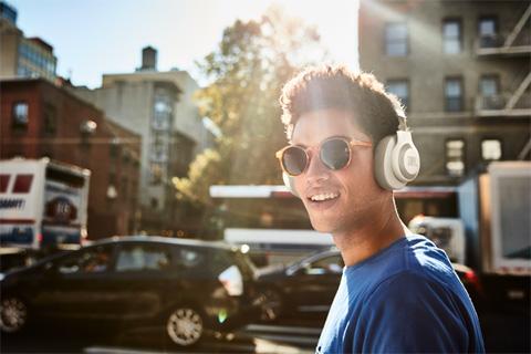 JBL E65BTNC trådløse hovedtelefoner, lifestyle