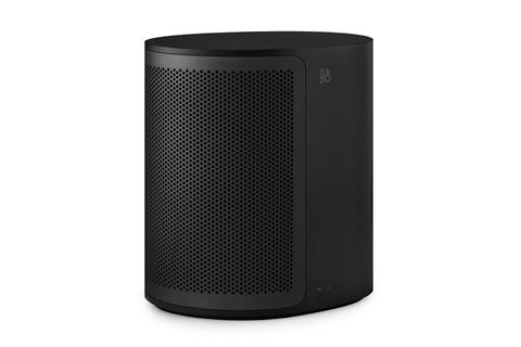 CONNECTED AUDIO: Trådløs højttaler med den velkendte B&O Signature lyd. BeoPlay M3 kan spille alene, eller i et multirums setup med M5, A6 eller A9 MKII