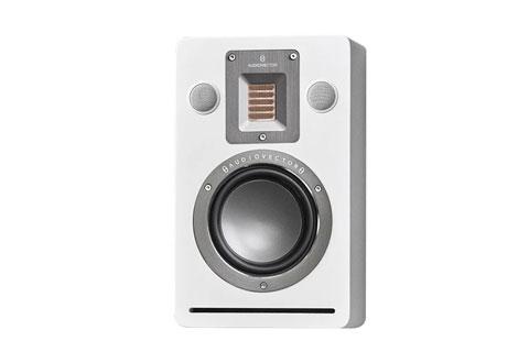 Audiovector QR Wall vaeghojttaler, hvid