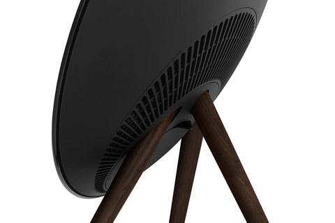 BeoPlay A9 MKIV, sort med valnød ben