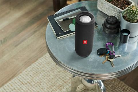JBL FLIP5 bluetooth speaker, lifestyle