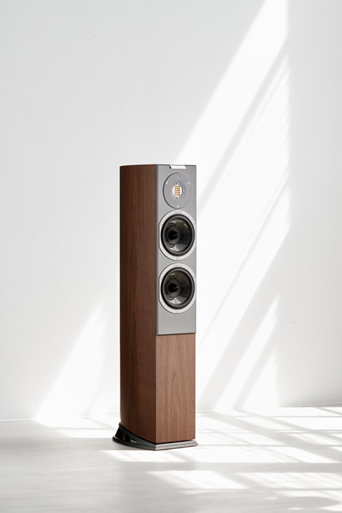 Audiovector R3 Arrete, walnut detail