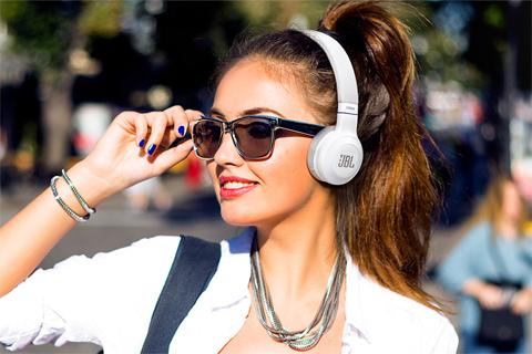 JBL E45 BT headphones, white