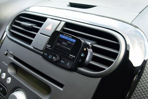 Lenco DAC-100 DAB+ Biladapter med Bluetooth - Lifestyle