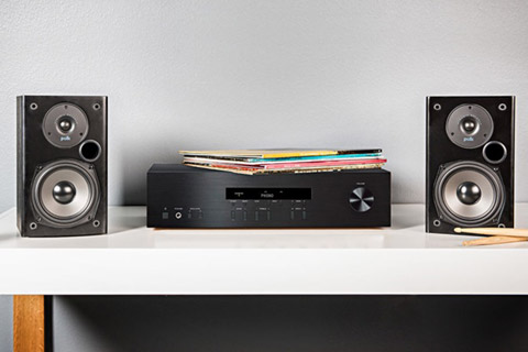 Polk Audio T15 bookshelf speaker - Lifestyle