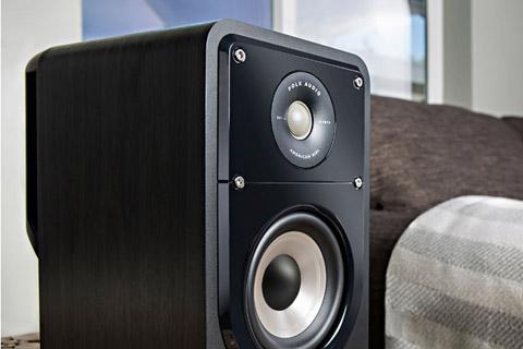 Polk Audio S15e bookshelf speaker - Black lifestyle