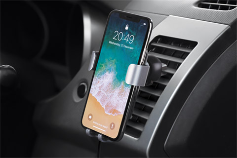 Deltaco car charger with Qi (10W) - Lifestyle