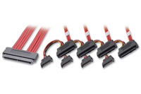 SAS kabel fra Multilane SFF-8484 stik til 4 stk. SFF-8482 + SATA strømstik. Benyttes for tilslutning af SAS harddiske til en controller.