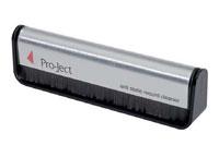 Brush-it fra Pro-Ject er en klassisk kulfiber pladebørste til at børste støv fra vinyl. Skånsom rengøring af dine LP vinylplader.