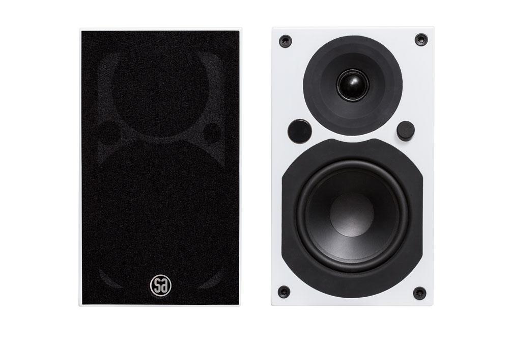 Større, kraftigere og endnu mere imponerende end sin anmelderroste lillebror. SA Saxo 5 er skabt til underholdning og god musik via Bluetooth aptX.
