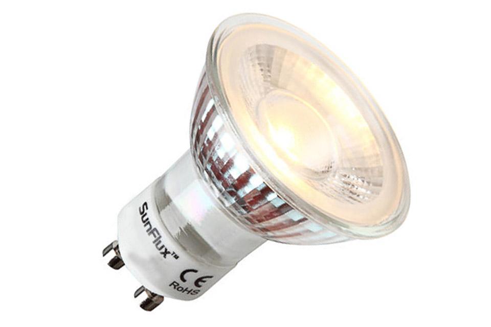 LED spot med varm-hvid lys og et forbrug på kun 3,5W med 250 lumen. Udseende, farvegengivelse og lysstyrke som en GU10 halogen pære på ca. 20-30W