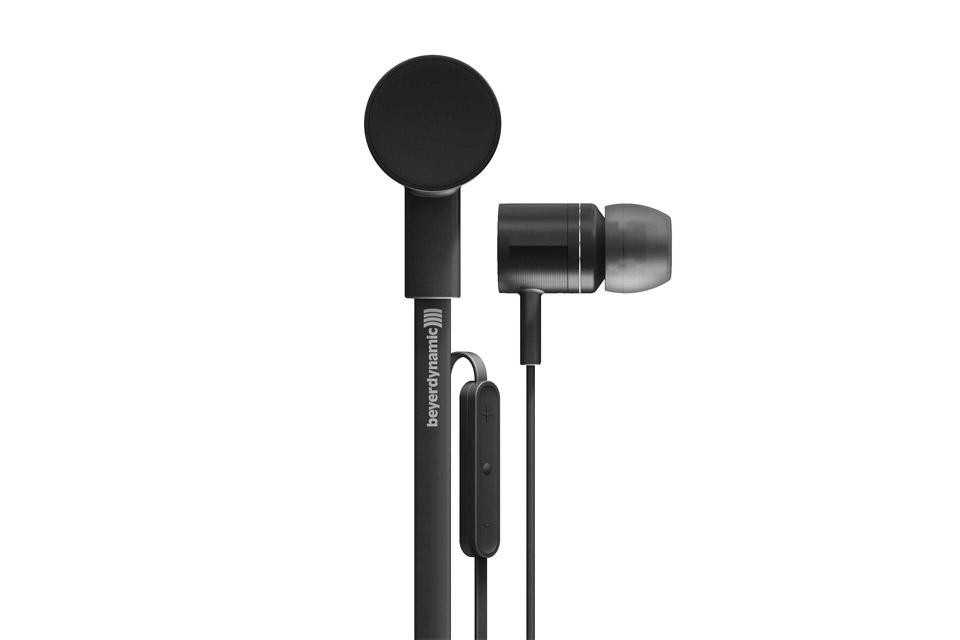 Premium in-ear hovedtelefoner fra Beyerdynamic, med kraftfuld lyd, til Apple mobil enheder. iDX 120 er afløseren for den anmelderroste MMX 102 iE.