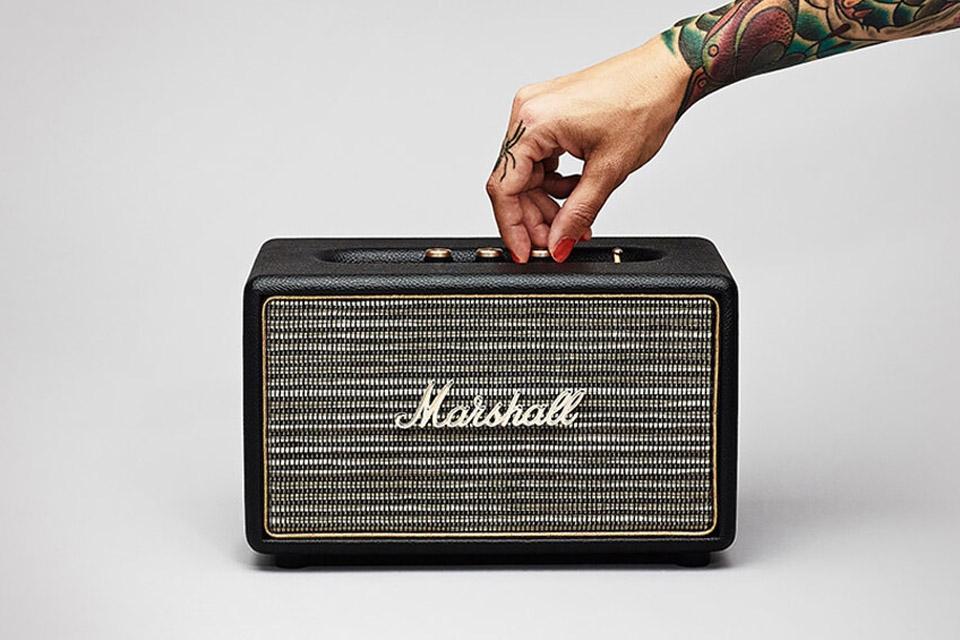 Kraftfuld Bluetooth lyd fra et kompakt design. Marshall Acton giver dig en lydkvalitet og et lydniveau der med længder overgår dens fysiske størrelse.