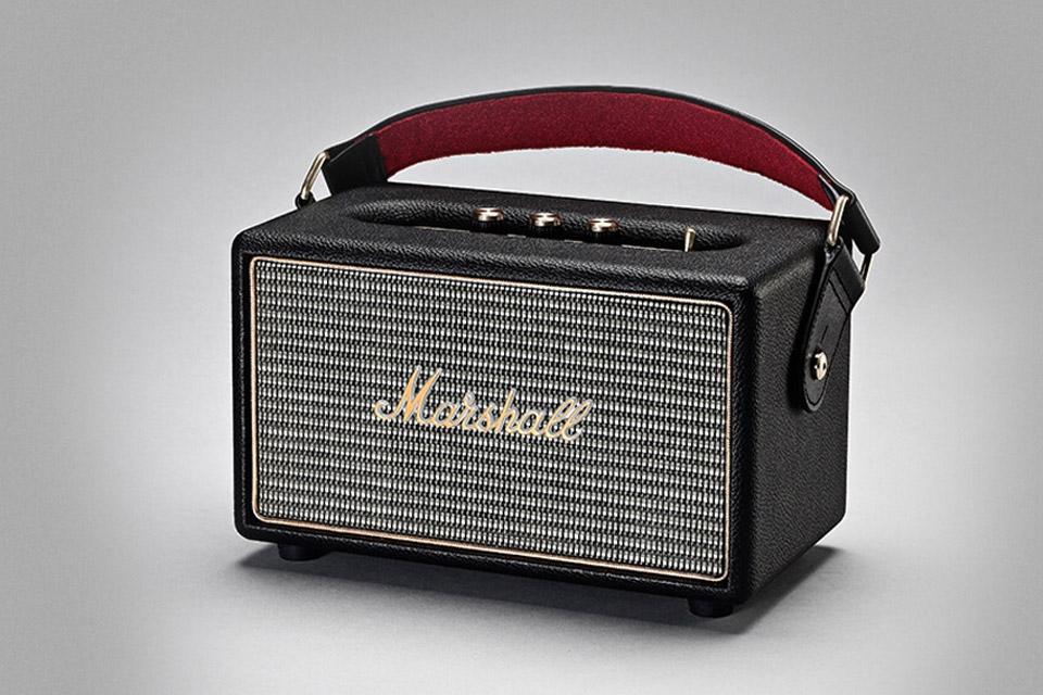 Smid ledningerne væk og tag koncerten med på vejen via Bluetooth. Marshall Kilburn har op til 20 timers batteri tid og et lækkert retro design.