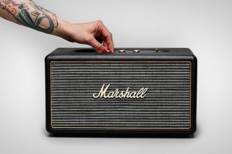 Marshall Stanmore har et design og en lydkvalitet, der tager dig tilbage til de gyldne rock´n´roll dage. Nyd ren og præcis lyd, selv ved høj volumen.
