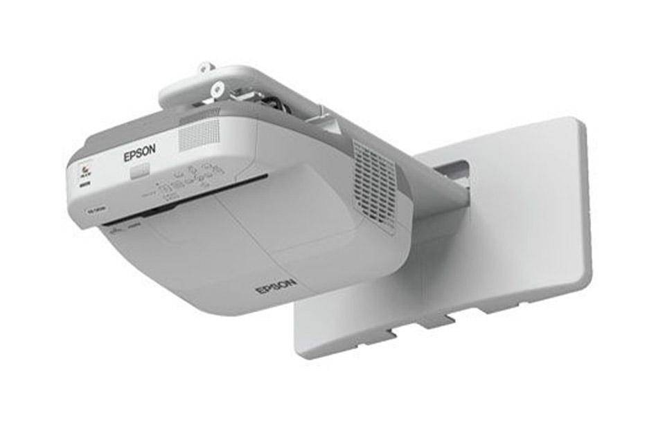 Epson EB-675W Ultra Short Throw projektor er udviklet til let montering og typisk beregnet til undervisningsbrug.