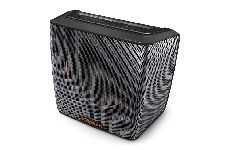 Oplev den legendariske Klipsch lyd, lige meget hvor du er. Groove har 8 timers batteritid, bluetooth og kraftfuld lyd, som kun Klipsch kan lave det.