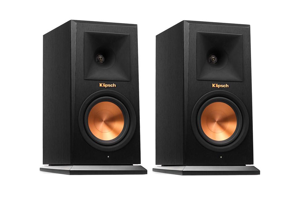 RP-140WM er kompakte, aktive og trådløse reol-højttalere, der kan anvendes med Klipsch HUB1, i en trådløs stereo eller surroundkonfiguration.