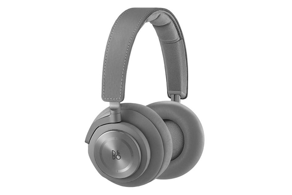 TILBUD: BeoPlay H7 med Bluetooth og touch control giver dig den anerkendte B&O Signature lyd, uden ledning - Tag dem på, skru op og nyd den trådløse frihed!
