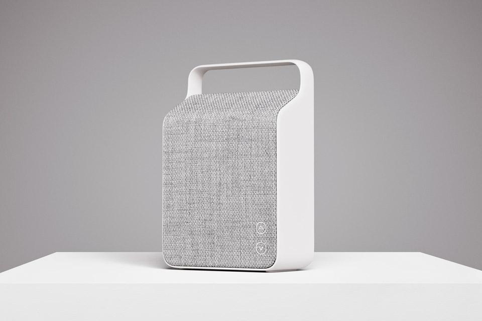 Stilsikker, strømlinet og med enestående vellyd. Vifa Oslo er skræddersyet til at opfylde selv de skarpeste krav, til en kompakt bluetooth højttaler.