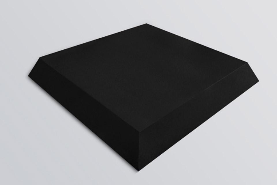 Octa er lavet i højkvalitets Polyester skum, der er beklædt med sort fløjl. Denne kombination giver en øget absorberings effekt af de høje frekvenser.