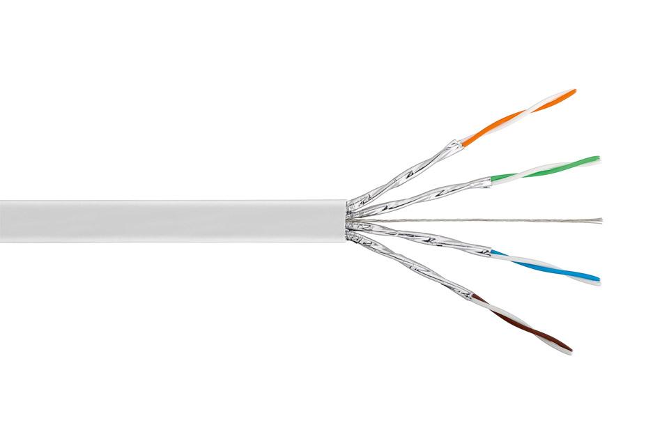 Faldt fleksibelt/blødt CAT 7 netværkskabel (stranded core AWG27/7, CU) til krævende indendørs netværks- og AV installationer med RJ45 stik op til 600 MHz.