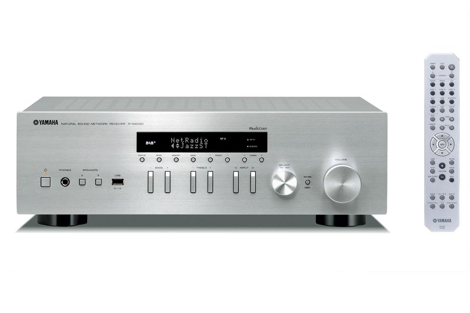 R-N402D er en alt-i-en stereo receiver fra Yamaha, med digital radio, AirPlay/Bluetooth streaming og MusicCast multirums funktion.