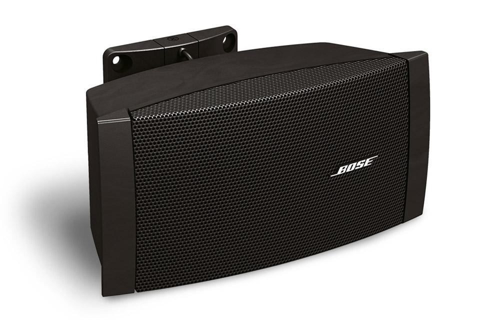 Kvalitets allround højttaler fra BOSE professional med stor spredning og ydelse. Spiller ned til 60 Hz og kan bruges både inde- og udendørs.