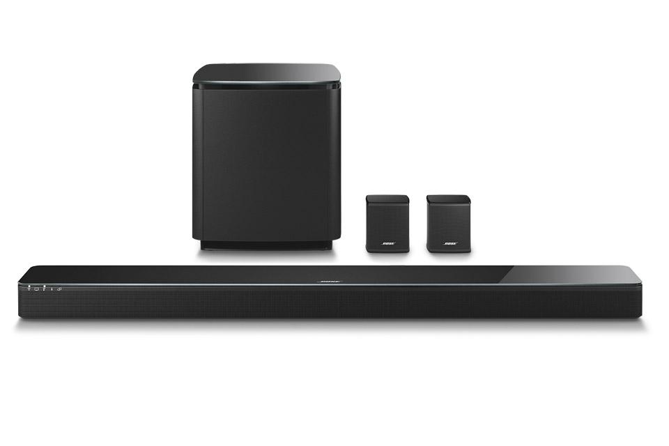Bose 5.1 system bestående af 1 stk. SoundTouch 300 soundbar, 1 stk. Acoustimass 300 trådløs subwoofer og 1 sæt Virtuel Invisible 300 baghøjttalere.