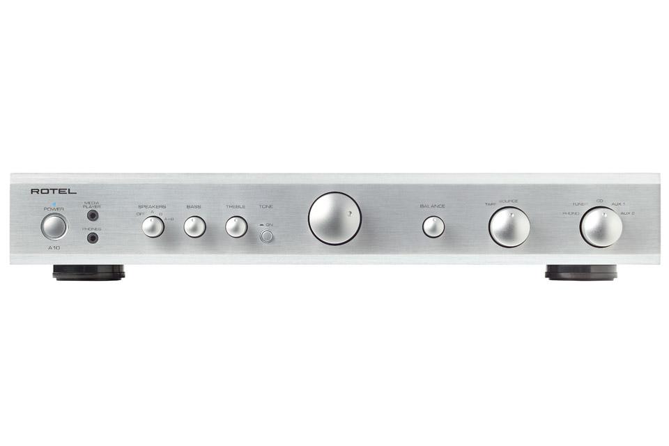 Rotel A10 er en simpel og stilren integreret forstærker på 2x40W, der i vanlig Rotel stil byder på langt højere ydelse, end hvad prisen indikere.