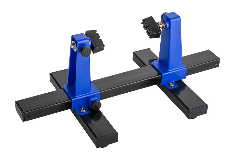 PCB holder with ajustable arms that makes it easier and safer to solder in the right angle.