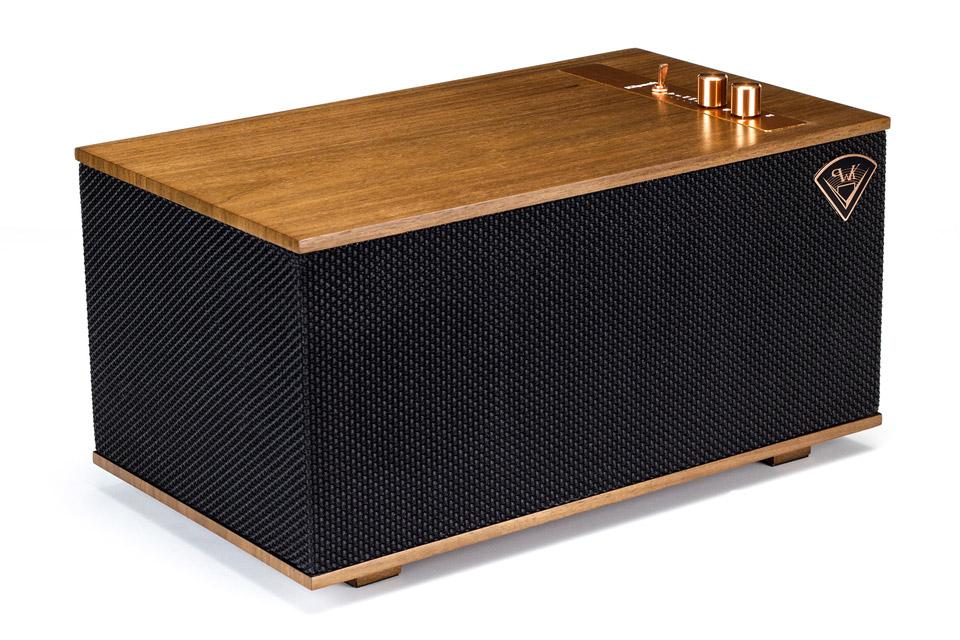 Luksuriøs multirums højttaler fra Klipsch, udført i ægte træfinér, med kobber drejeknapper. Et klassisk design, kombineret med moderne teknologi.
