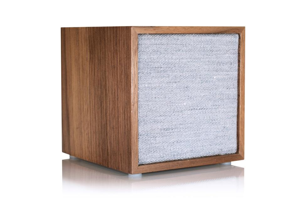 Tivoli Cube kan anvendes som en standard WiFi/bluetooth højttaler, eller som en multirumshøjttaler i et større Tivoli Audio ART system.