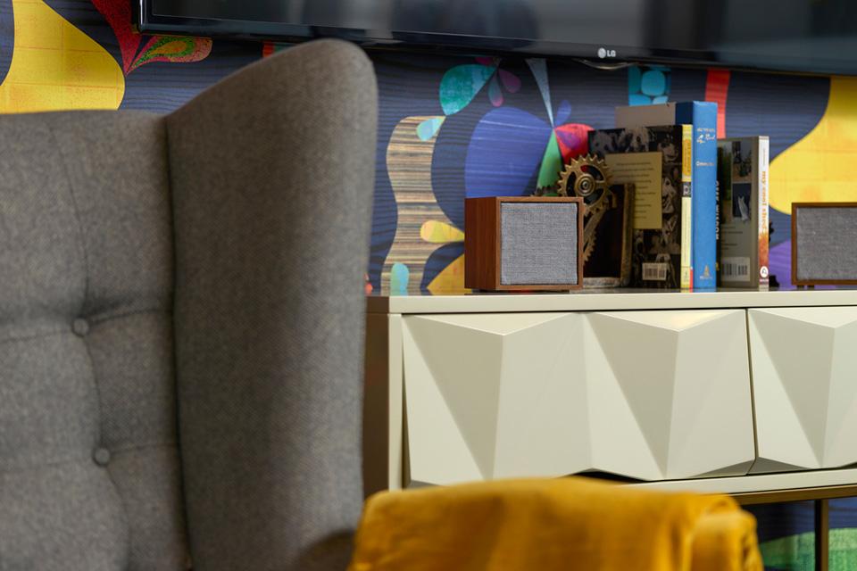 Tivoli Audio ART Cube hojttaler, lifestyle