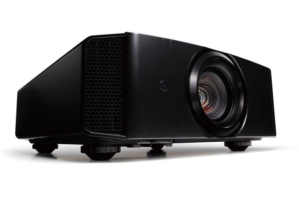 D-ILA Hjemmebiograf 3D projektor fra JVC med et kontrastforhold på 40.000:1. Projektoren er 4K ready via e-shift teknologi og HDMI/HDCP 2.2.