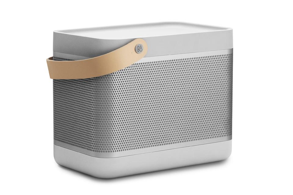 Bærbar bluetooth højttaler med imponerede lyd og mulighed for brugertilpasning. Beolit 17 har True360 sound og 24 timers batteritid.