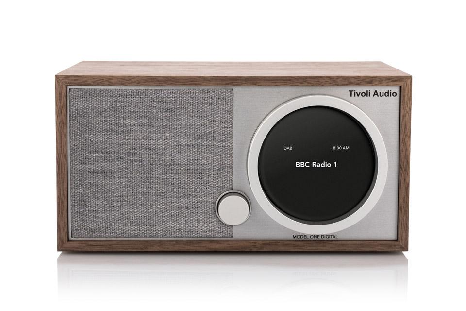 Model One Digital er fremtidens bordradio. Her er alt inkl ART multirum indbygget. Lydkvaliteten er i top og radioen er udført i lækker møbelkvalitet.