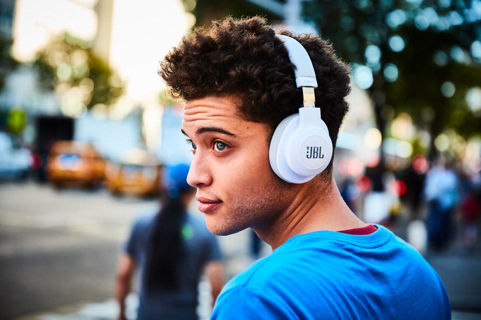 JBL E55BT hovedtelefoner, lifestyle