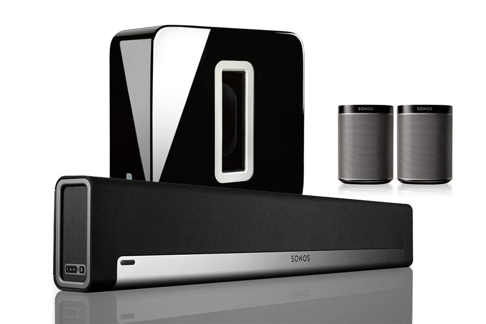 Komplet 5.1 Sonos surround system. Systemet består af en Sonos Playbar, Sonos SUB og 2x Play 1 baghøjttalere.