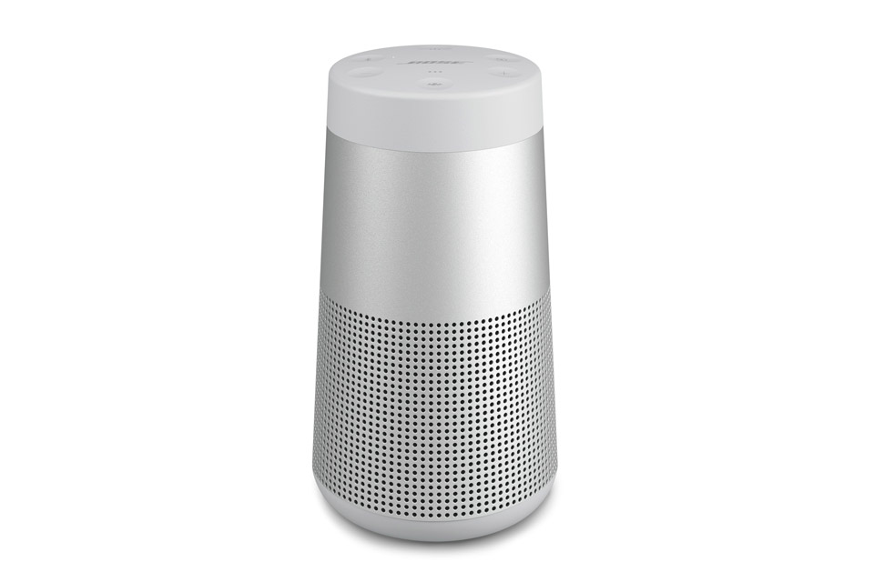 SoundLink Revolve er en lille transportabel Bluetooth højttaler, der er i stand til at levere en ægte 360° lydoplevelse. Har op til 12 timers batteritid.