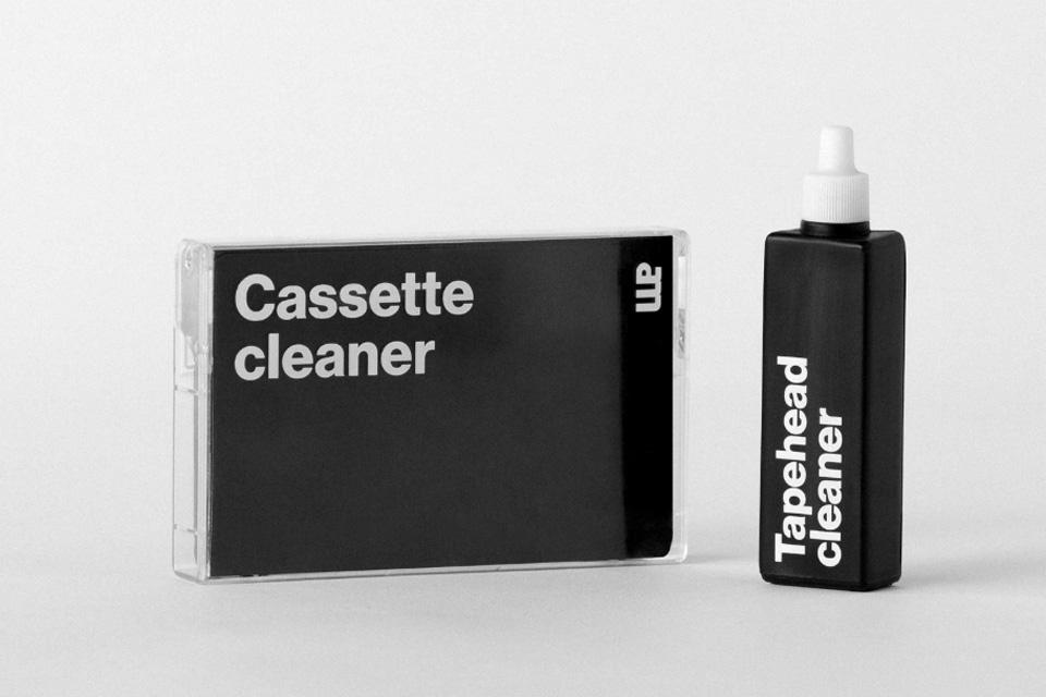 Rengørings- og rensesæt til båndoptager, der består af et Cassette rensebånd og 20 ml.  tonehoved rensevæske.