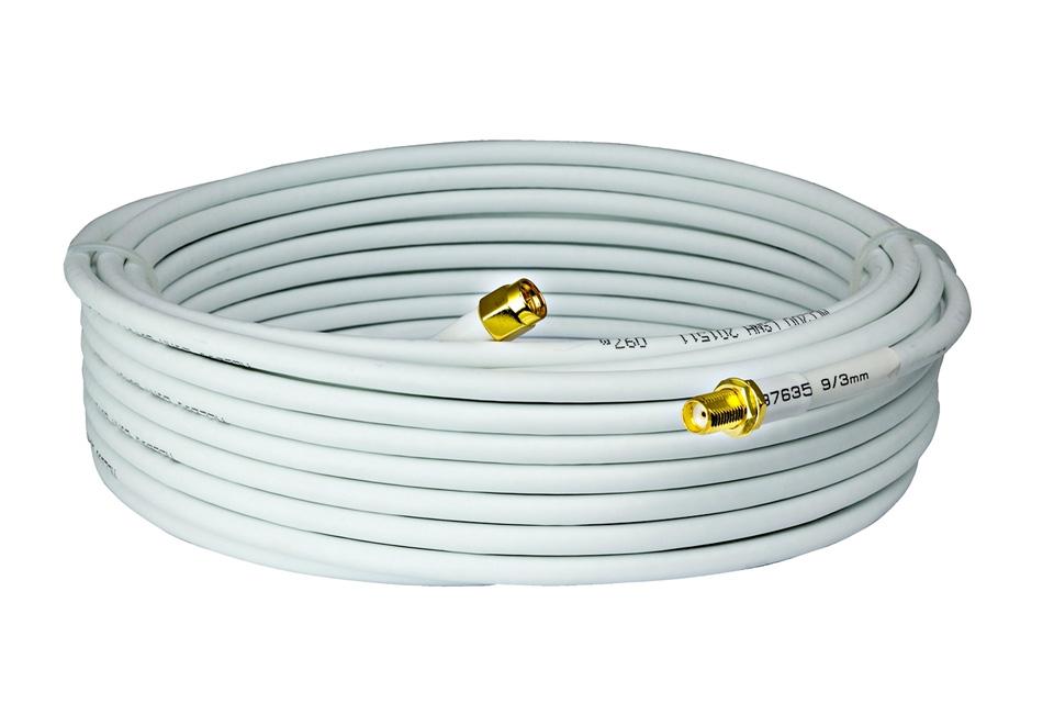 Højkvalitets SMA Forlængerkabel i hvid, der kan anvendes både inde og ude. Bruges til eksterne antenner typisk på 3G/4G modems og andet trådløst udstyr.