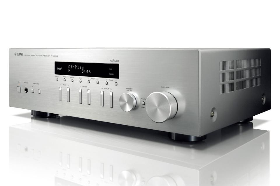 Stereo receiver med avancerede netværksfunktioner og DAB+ radio. Yamaha R-N303D kombinere et lækkert retro design med nyeste teknologi.