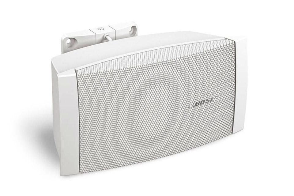 Kvalitets allround højttaler fra BOSE professional med stor spredning og ydelse. Spiller ned til 70 Hz og kan bruges både inde- og udendørs.